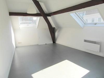 STUDIO A LOUER - LILLE SEBASTOPOL - 19,63 m2 - 495 € charges comprises par mois