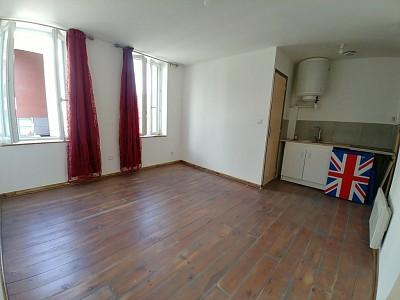 APPARTEMENT T2 A LOUER - LILLE ST MAUR ST MAURICE PELLEVOISIN - 30,19 m2 - 650 € charges comprises par mois