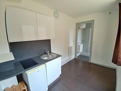 STUDIO A LOUER - LILLE ST MICHEL - 10,86 m2 - 290 € charges comprises par mois