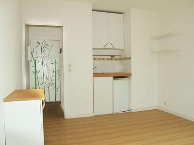 STUDIO A LOUER - LAMBERSART CANON D OR / BOURG - 18,61 m2 - 400 € charges comprises par mois