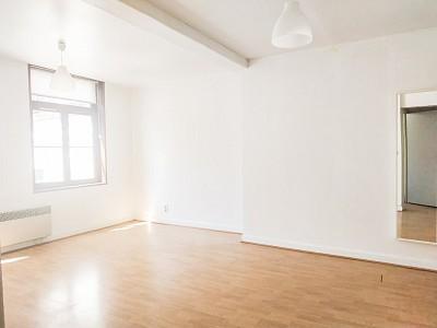 STUDIO A LOUER - VIEUX LILLE - 29,51 m2 - 550 € charges comprises par mois
