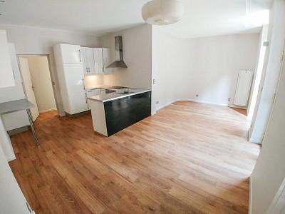 APPARTEMENT T3 A LOUER - LILLE CENTRE GARES - 70 m2 - 890 € charges comprises par mois
