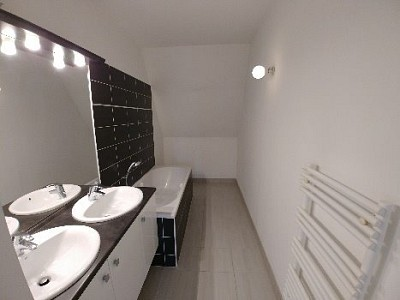 APPARTEMENT T3 A LOUER - VIEUX LILLE - 88,36 m2 - 1100 € charges comprises par mois