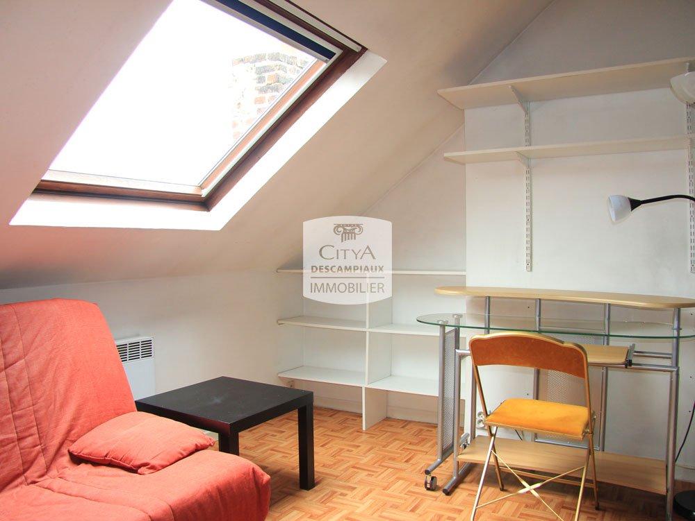 studio a louer lille vauban catho 12 06 m2 400 charges comprises par mois immobilier. Black Bedroom Furniture Sets. Home Design Ideas