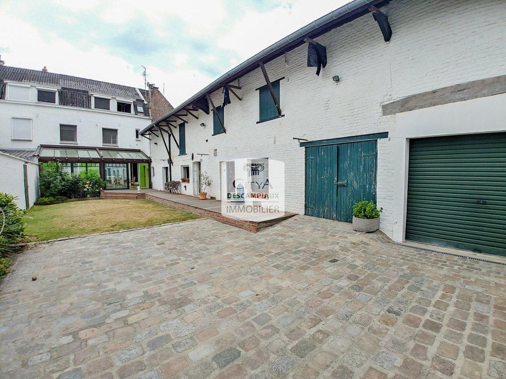 Maison avec dépendances, garages, T2 et commerce A VENDRE - LAMBERSART - 210 m2 - 987000 €