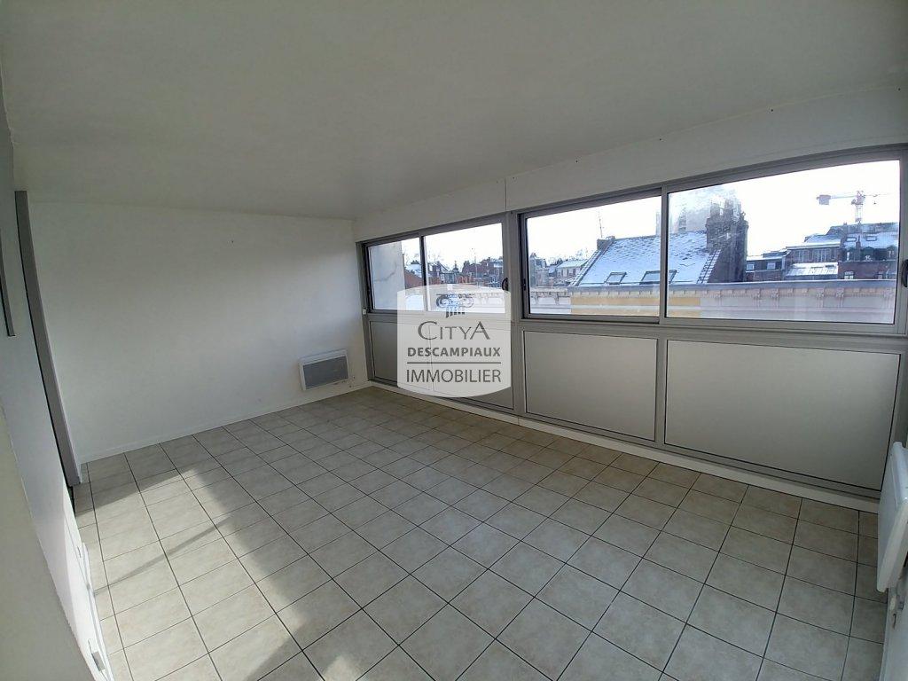 STUDIO A LOUER - LILLE CENTRE GARES EURALILLE - 28 m2 - 550 € charges comprises par mois