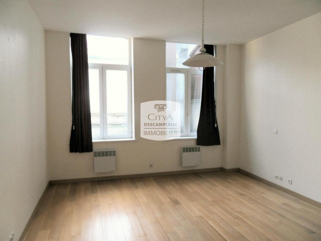 STUDIO - LILLE CENTRE GARES - 29,93 m2 - LOUÉ