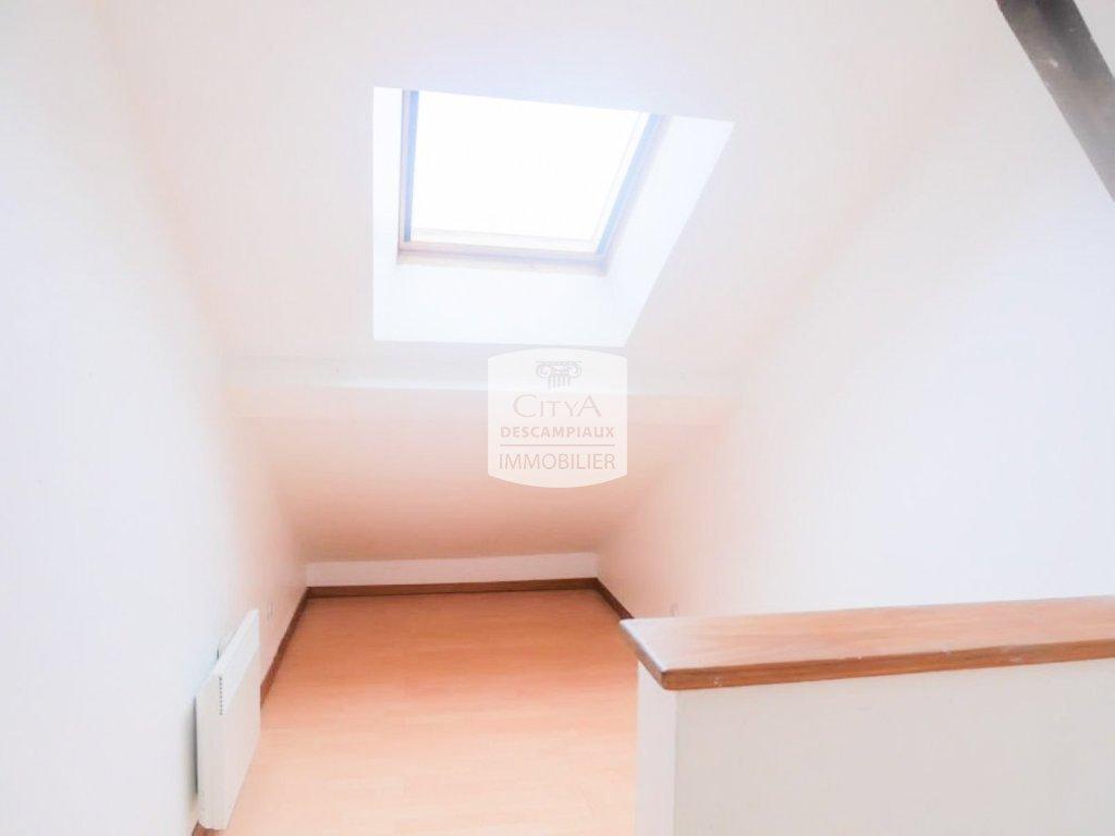 STUDIO A LOUER - LILLE GAMBETTA - 11,03 m2 - 460 € charges comprises par mois