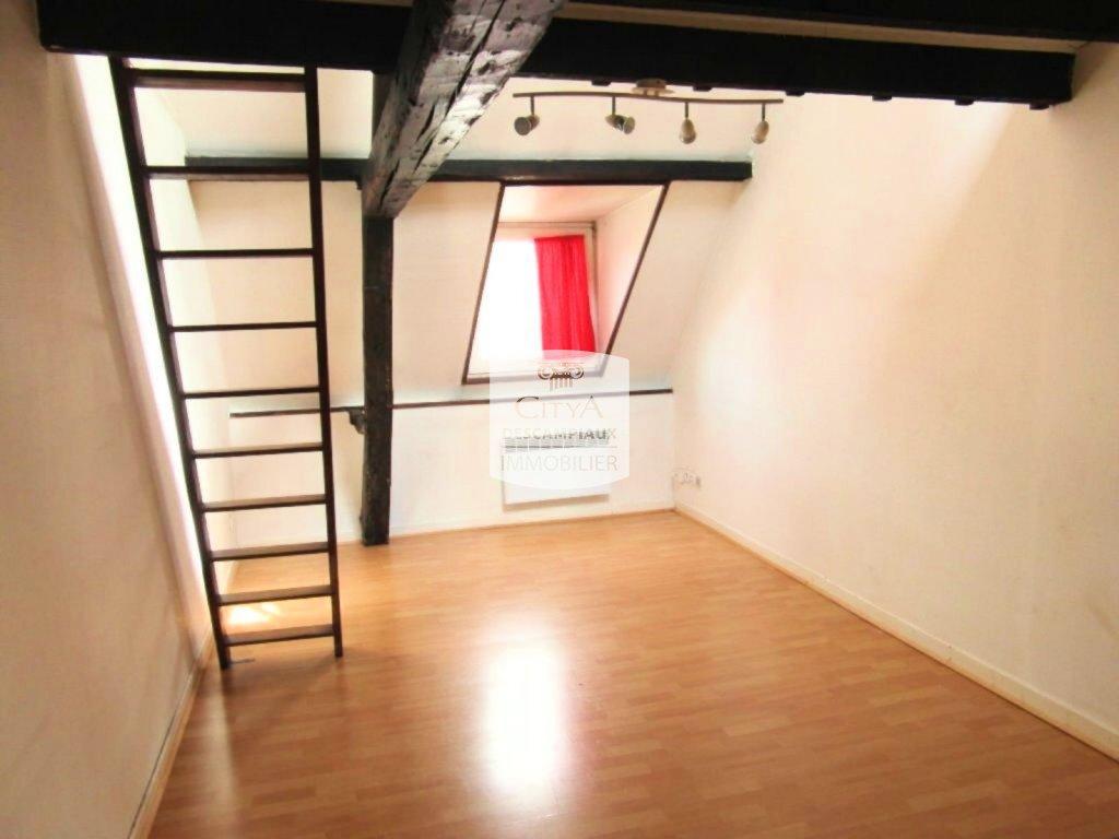 STUDIO A LOUER - LILLE GAMBETTA - 22,79 m2 - 530 € charges comprises par mois