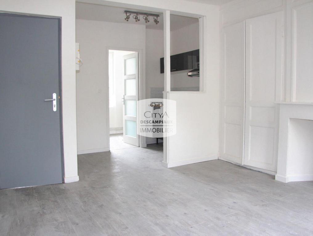 STUDIO A LOUER - LILLE VAUBAN - 23,67 m2 - 540 € charges comprises par mois