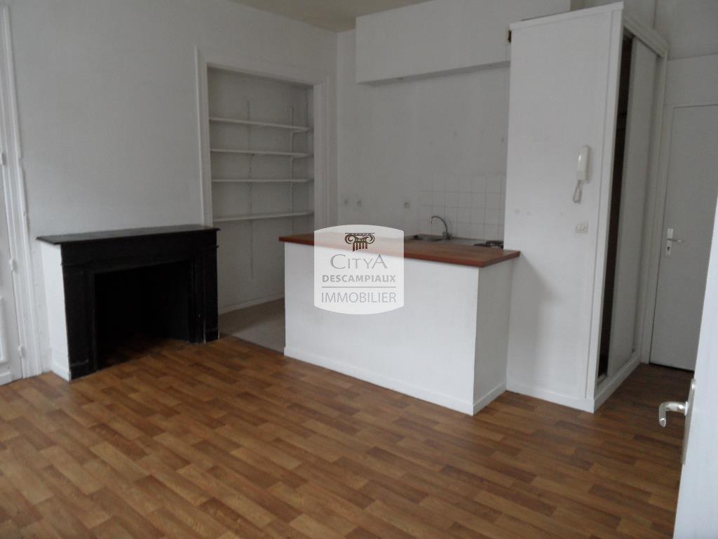 APPARTEMENT T2 A LOUER - LILLE CENTRE GARES - 46 m2 - 635 € charges comprises par mois