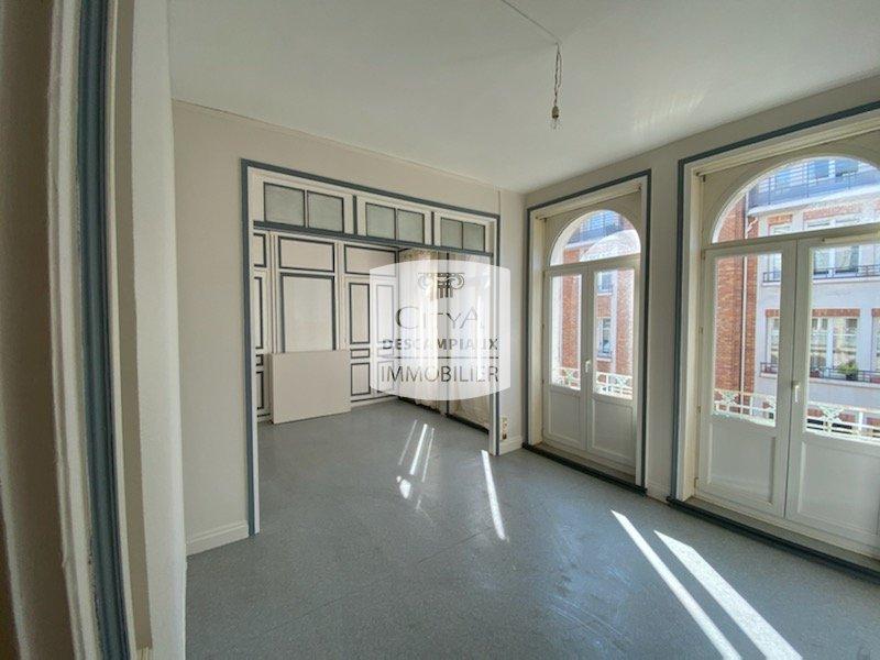 APPARTEMENT T2 A LOUER - LILLE CENTRE - 60,4 m2 - 730 € charges comprises par mois